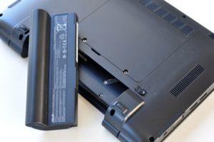 Замена старой батареи на новую в ноутбуке