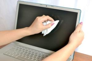 Как и чем правильно протирать экран ноутбука